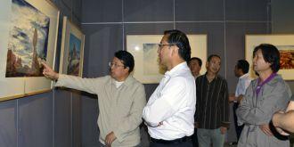 甘肅省委宣傳部部長連輯參觀木月自然攝影作品展