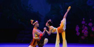 甘肅大型雜技舞臺劇《后羿與嫦娥》在蘭州上演