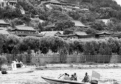 兰州至什川轮渡旅游线路开通  游客乘坐快艇游览黄河美景