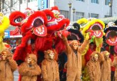 """甘肃多地传统社火闹新春 """"猴王""""来舞狮"""
