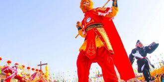 """甘肃敦煌民俗文化活动庆祝猴年春节  """"西游""""社火引围观"""