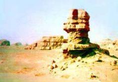 甘肃敦煌雅丹国家地质公园:风蚀而成的雅丹地貌景观