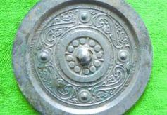 甘肃省渭源县出土2000年前精美汉代铜镜