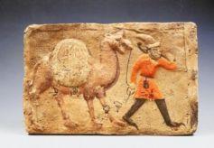甘肃省山丹县出土的胡腾舞俑和胡商牵驼画像砖