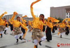 舞动香巴拉——甘南合作市第二届锅庄舞大赛举行