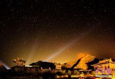 甘肃敦煌三危山景区呈现大漠梦幻夜景