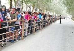 甘肃敦煌莫高窟游客爆棚 预约门票半月前售罄