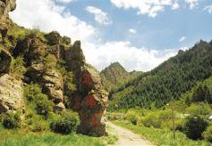 张掖山丹窟窿峡:草地下的神秘暗河之谜