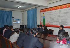 会宁县组织干部观看电视纪录片《永远在路上》