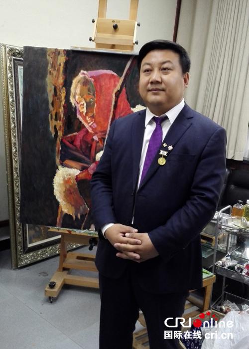 甘肃画院的副院长、俄罗斯华人艺术家协会主席潘义奎。摄影:黄蓉