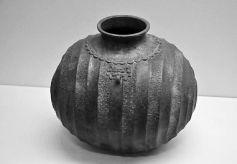甘肃张家川回族自治县博物馆馆藏:战国青铜茧形壶