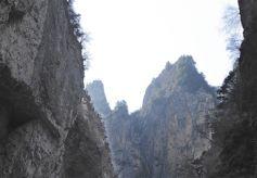 甘肃漳县遮阳山: 探秘独特的陇上天坑地缝
