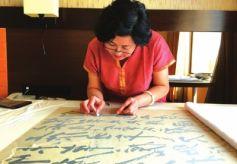 甘肃省博文物修复专家在印度修复毛泽东主席真迹