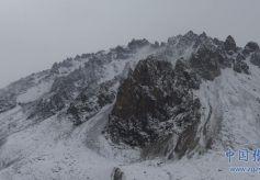 雪后的祁连山宛如一幅水墨山水画卷