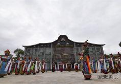 甘肃裕固族传统服饰展现民族文化魅力
