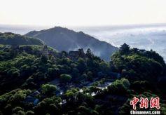 甘肃平凉崆峒山雨后日出云海景色秀美
