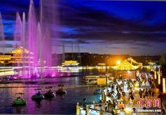 甘肃戈壁城市敦煌水景十色引人入胜