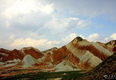 甘肃永登丹霞地貌亿万年前的古生物遗迹
