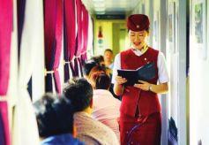 """甘肃兰州到敦煌列车上的""""朗读者""""!"""