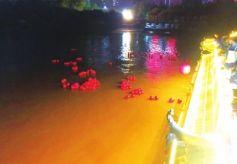 甘肃兰州解放68周年 市民放河灯纪念先烈