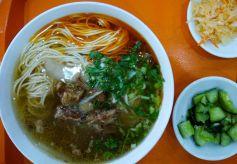 甘肃特色美食:兰州清汤牛肉面