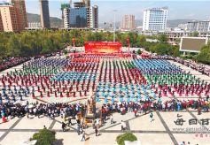 """甘肃康乐县举办""""喜迎十九大·舞动中国梦""""千人广场舞活动"""