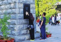 甘肃兰州:摸雕像摸去病只为有个好身体