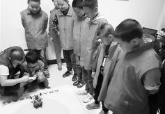 甘肃兰州耿家庄社区机器人科普讲座乐了孩子们