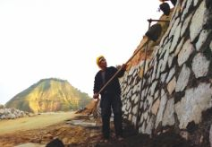 甘肃兰州:罗九公路提升改造工程开工建设