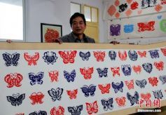 甘肃平凉庄浪民间艺人耗时三年剪《千蝶图》
