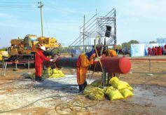 甘肃省兰州市西固区政企联手演练油品管道泄漏应急救援