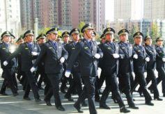 甘肃兰州市红古区城管执法人员换穿新制服