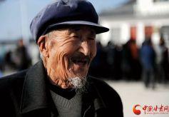 甘肃省天水沟门村82岁老兵:祖国的强大让我感到自豪!