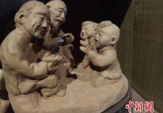 甘肃兰州七旬民间艺人:创作数万泥塑追忆儿时乡村