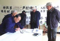 甘肃省兰州市安宁区孝慈苑老人用书法献礼新时代