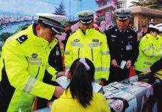 """甘肃省兰州市开展""""122全国交通安全日""""主题宣传活动"""