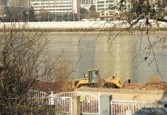 甘肃兰州市近期对南河道进行综合治理 疏通水渠