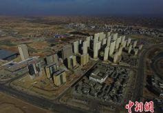 """甘肃兰州新区荒土地上高楼拔地起现""""职教新城"""""""