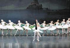 甘肃敦煌大剧院周年生日推5台大戏