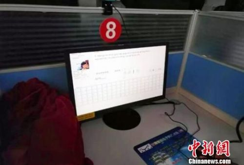 有50多名学员第一次用该藏语语音系统参加了科目一考试。 徐永琪 摄