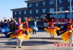 甘肃肃北乌兰牧骑下基层演出启幕
