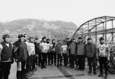 甘肃兰州2000群众登高白塔山 冬泳健儿黄河击水迎新年