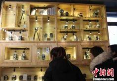 甘肃兰州祖孙三代收藏相机400余台:记录点滴 见证变迁