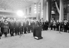 甘肃兰州市十六届人大二次会议闭幕张伟文等向宪法宣誓