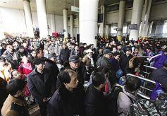 春运将至 甘肃兰州火车站推出火车+共享汽车搭配