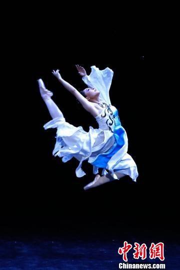 图为芭蕾版《大梦敦煌》演出剧照。 钟欣 摄