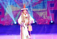 """""""活着""""的历史文化——甘肃肃北蒙古族服饰展示传承"""