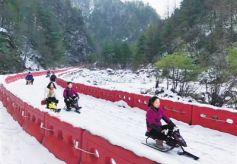 甘肃陇南官鹅沟首届冰雪旅游节开幕