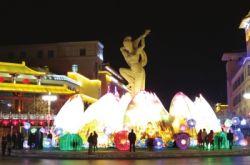 甘肃敦煌新春灯会璀璨迷人