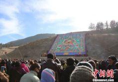 甘肃夏河拉卜楞寺举行瞻佛法会